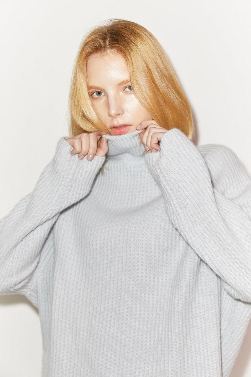 Elia Turtleneck Cashmere Sweater